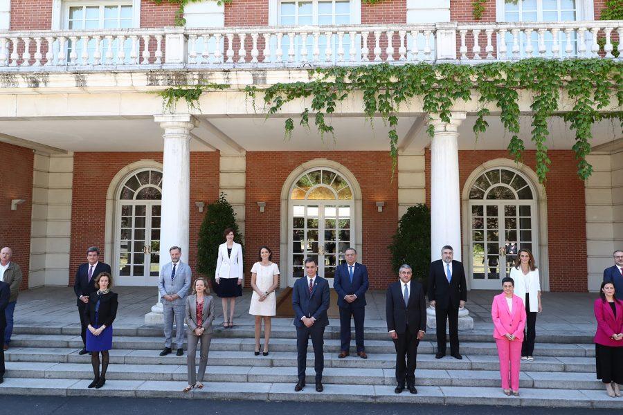 Foto de familia tras la presentación del Plan de Impulso al Sector Turístico   Foto: MONCLOA / FERNANDO CALVO