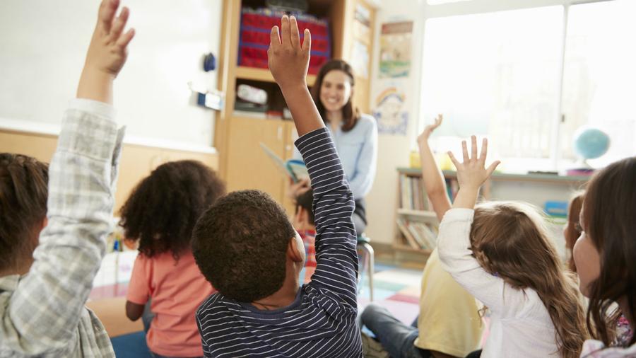 Niños y niñas en una clase | ARCHIVO