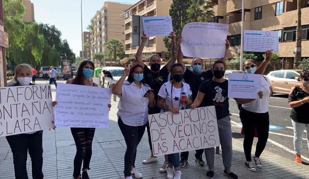 Concentración de los vecinos del residencial Arguayoda-Las Acacias | PLATAFORMA MONTAÑA CLARA