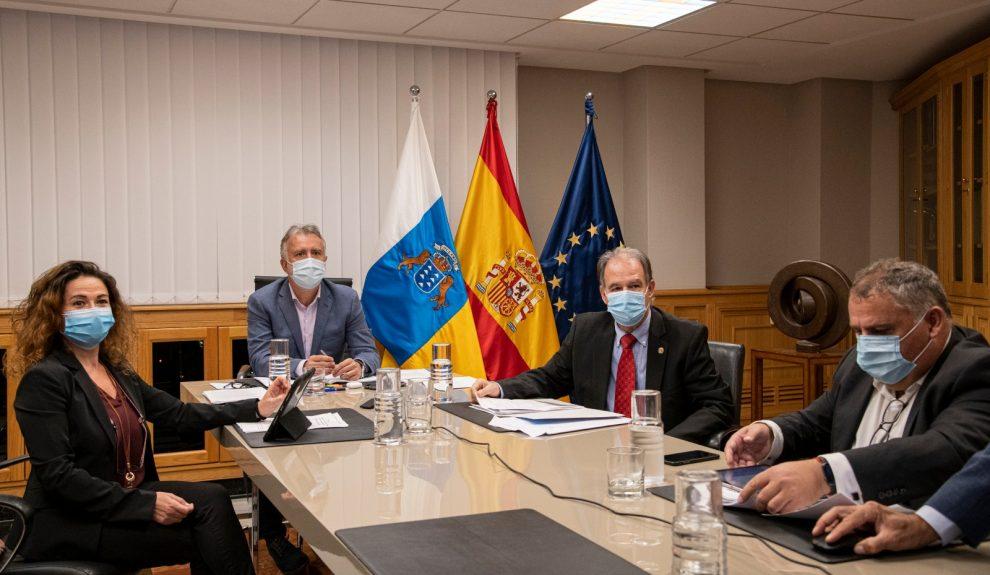Eva Navarro (izq.) reunida con Ángel Víctor Torres este mes | COLEF CANARIAS