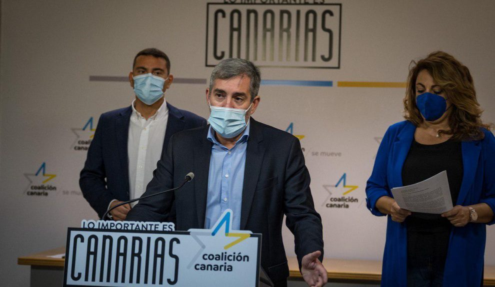 Fernando Clavijo (centro) en rueda de prensa ayer | COALICIÓN CANARIA