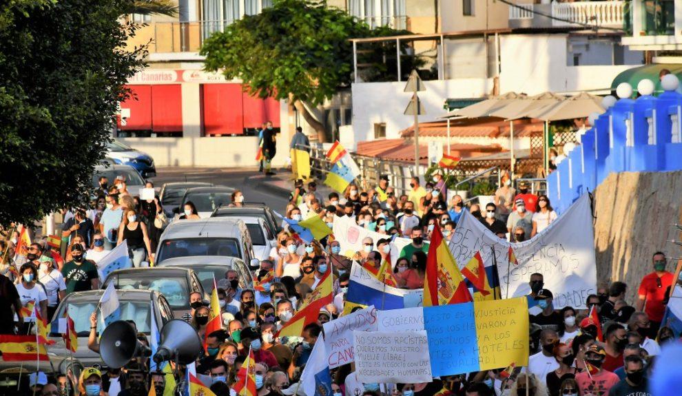 Manifestación por el cierre del campamento de migrantes del muelle de Arguineguín el pasado noviembre | AYUNTAMIENTO DE MOGÁN
