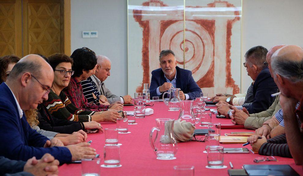 Pedro Crespo (izq.) reunido con Ángel Víctor Torres en 2019 | GOBIERNO DE CANARIAS