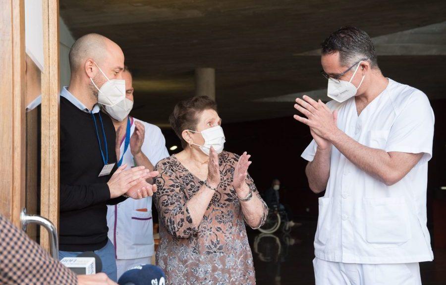 Doria Ramos, primera vacunada en Canarias, tras recibir la segunda dosis en Tenerife el pasado enero | CONSEJERÍA DE SANIDAD DEL GOBIERNO DE CANARIAS