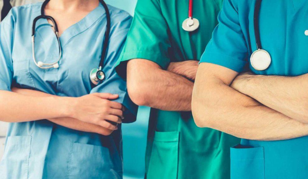 Médicos y enfermeros   ARCHIVO