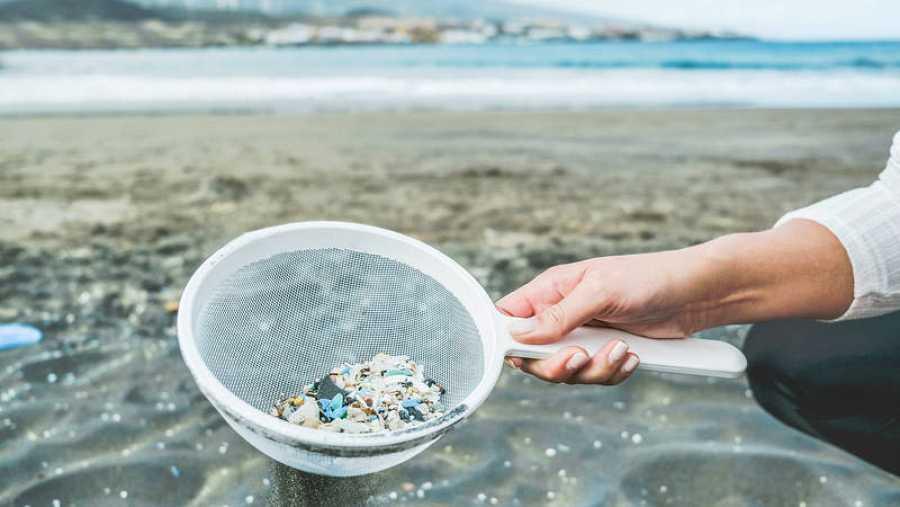 Microplásticos en la costa   ARCHIVO