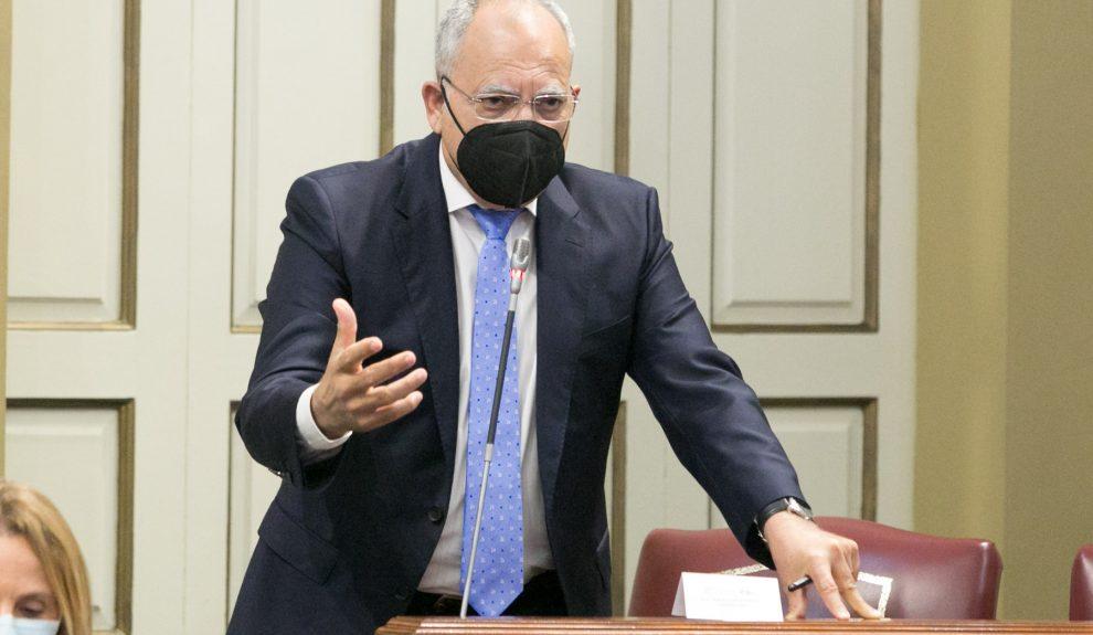 Casimiro Curbelo en el Parlamento de Canarias   ASG