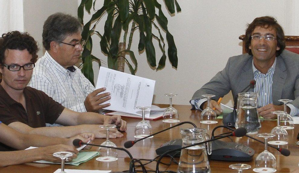 Ignacio Calatayud (izq.) reunido con Pedro San Ginés cuando este presidía el Cabildo | ARCHIVO