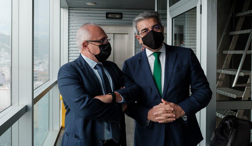 José Cristóbal García (izq.) y Román Rodríguez el pasado noviembre   CONFEDERACIÓN CANARA DE EMPRESARIOS