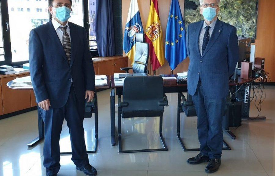Juan Luis Lorenzo Bragado (izq.) y Julio Pérez   CONSEJERÍA DE AA.PP., JUSTICIA Y SEGURIDAD DEL GOBIERNO DE CANARIAS