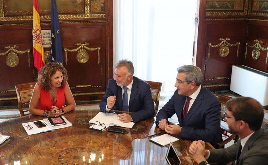María Jesús Montero reunida con Ángel Víctor Torres y Román Rodríguez en agosto de 2019 | GOBIERNO DE CANARIAS