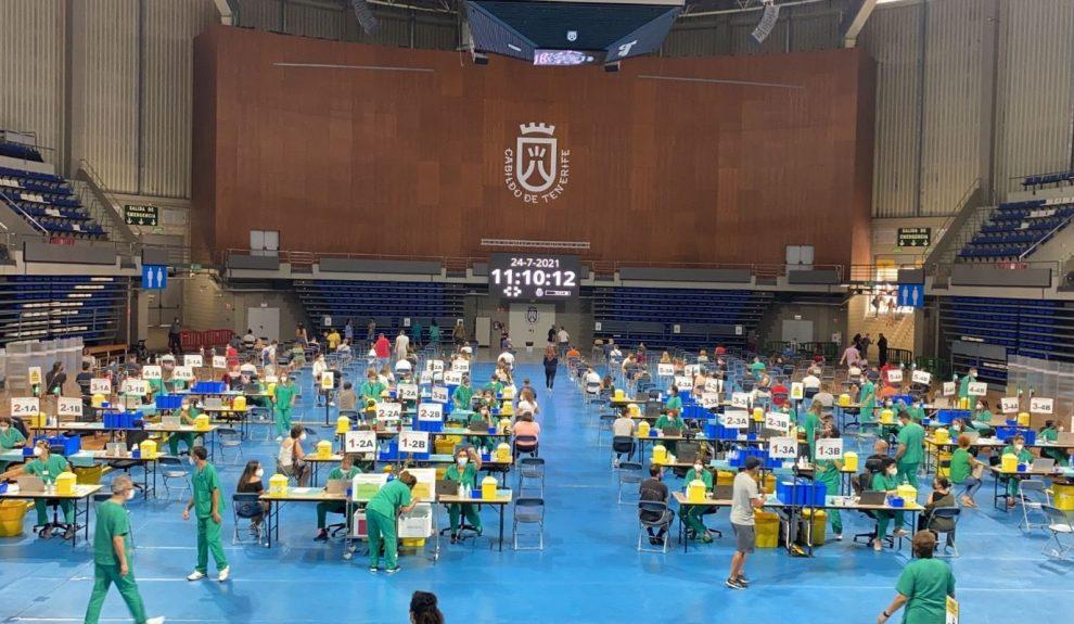 Vacunación en el pabellón Santiago Martín de La Laguna | CONSEJERÍA DE SANIDAD DEL GOBIERNO DE CANARIAS