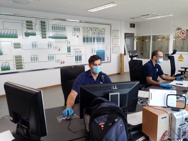 Trabajadores en la oficina | EMALSA