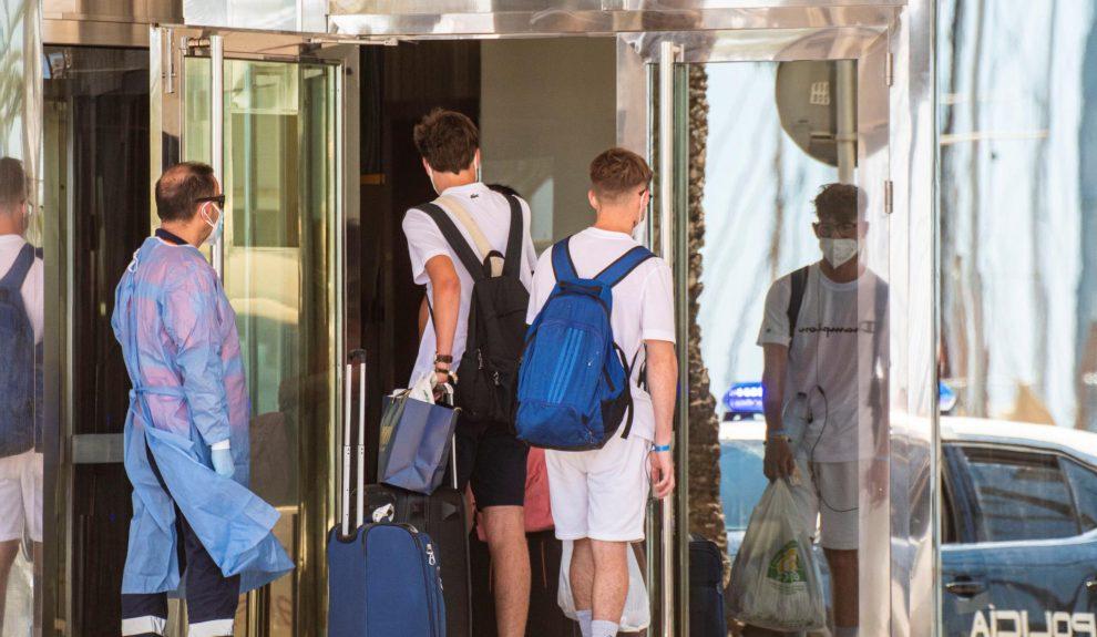 Estudiantes confinados en un hotel de Mallorca   ARCHIVO