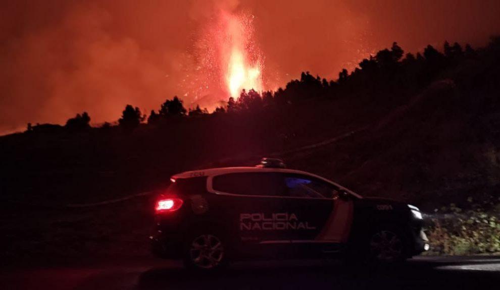 Erupción en La Palma anoche   TOMADA POR LA GUARDIA CIVIL Y CEDIDA POR DELEGACIÓN DEL GOBIERNO EN CANARIAS