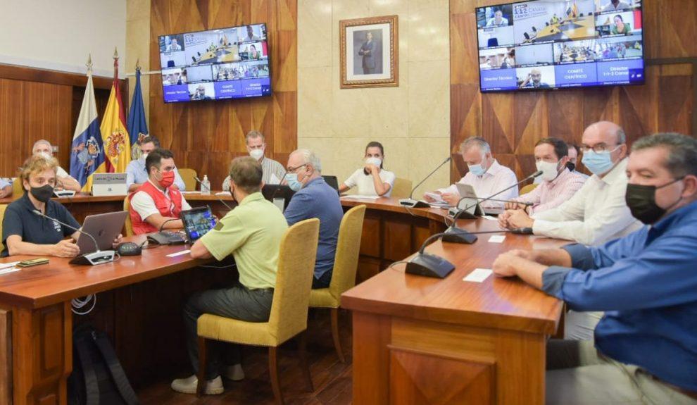 Los Reyes presiden el Comité Director del Pevolca ayer | GOBIERNO DE CANARIAS