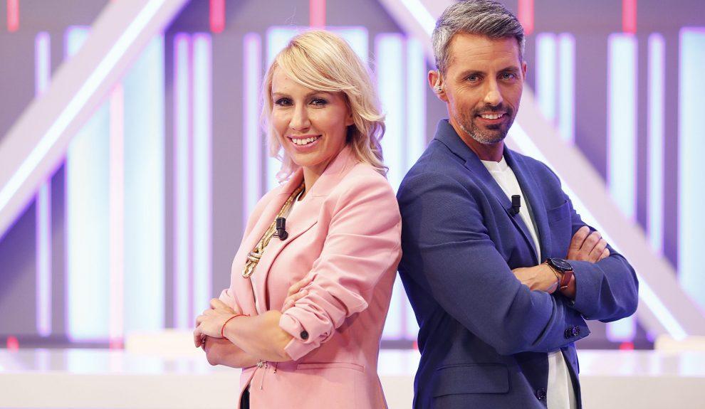 Rebeca Paniagua y Miguel Ángel Guerra, presentadores de 'Buenas tardes, Canarias'   RTVC