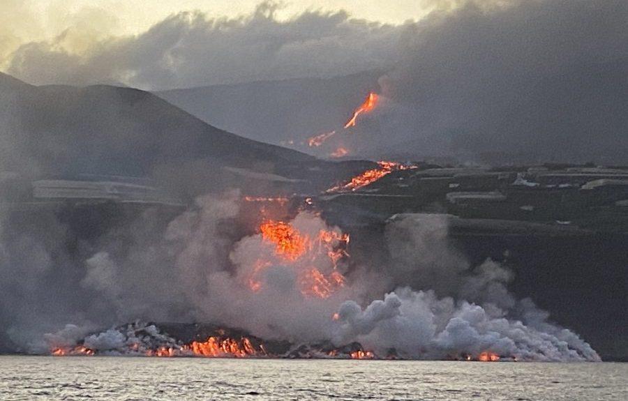 La lava llegando al mar en Tazacorte esta mañana   INSTITUTO ESPAÑOL DE OCEANOGRAFÍA