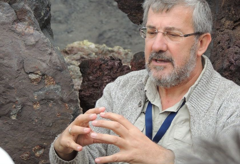 José Mangas, vulcanólogo