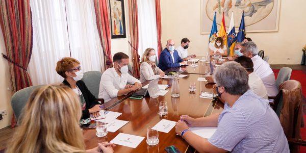 Noelia García en la reunión con Nadia Calviño | Foto: Delegación del Gobierno en Canarias