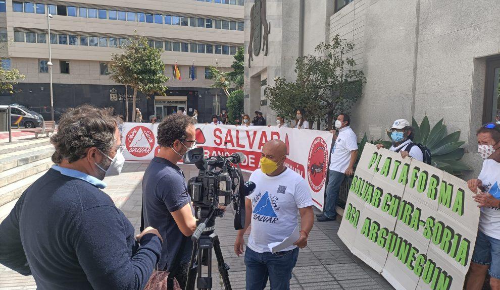 Pedro Pablo Medina al frente de una acción de la Plataforma Salvar Chira-Soria
